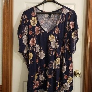 Torrid Navy floral v neck pocket tee. Size 6.